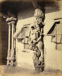Close view of sculptured pillar of the mandapa of the Jalakanteshvara Temple, Vellore